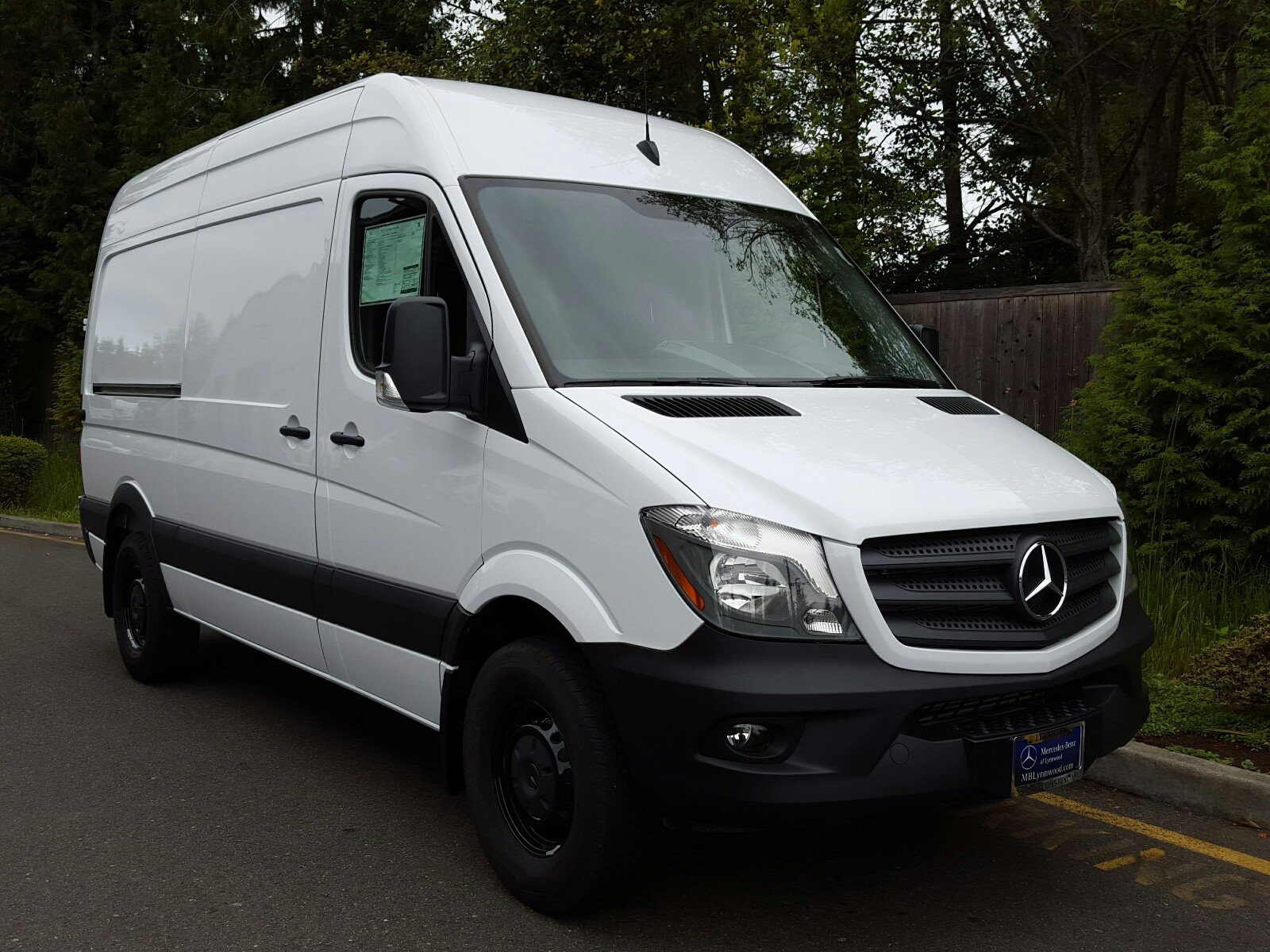 New 2017 mercedes benz sprinter cargo van worker cargo van for New mercedes benz sprinter