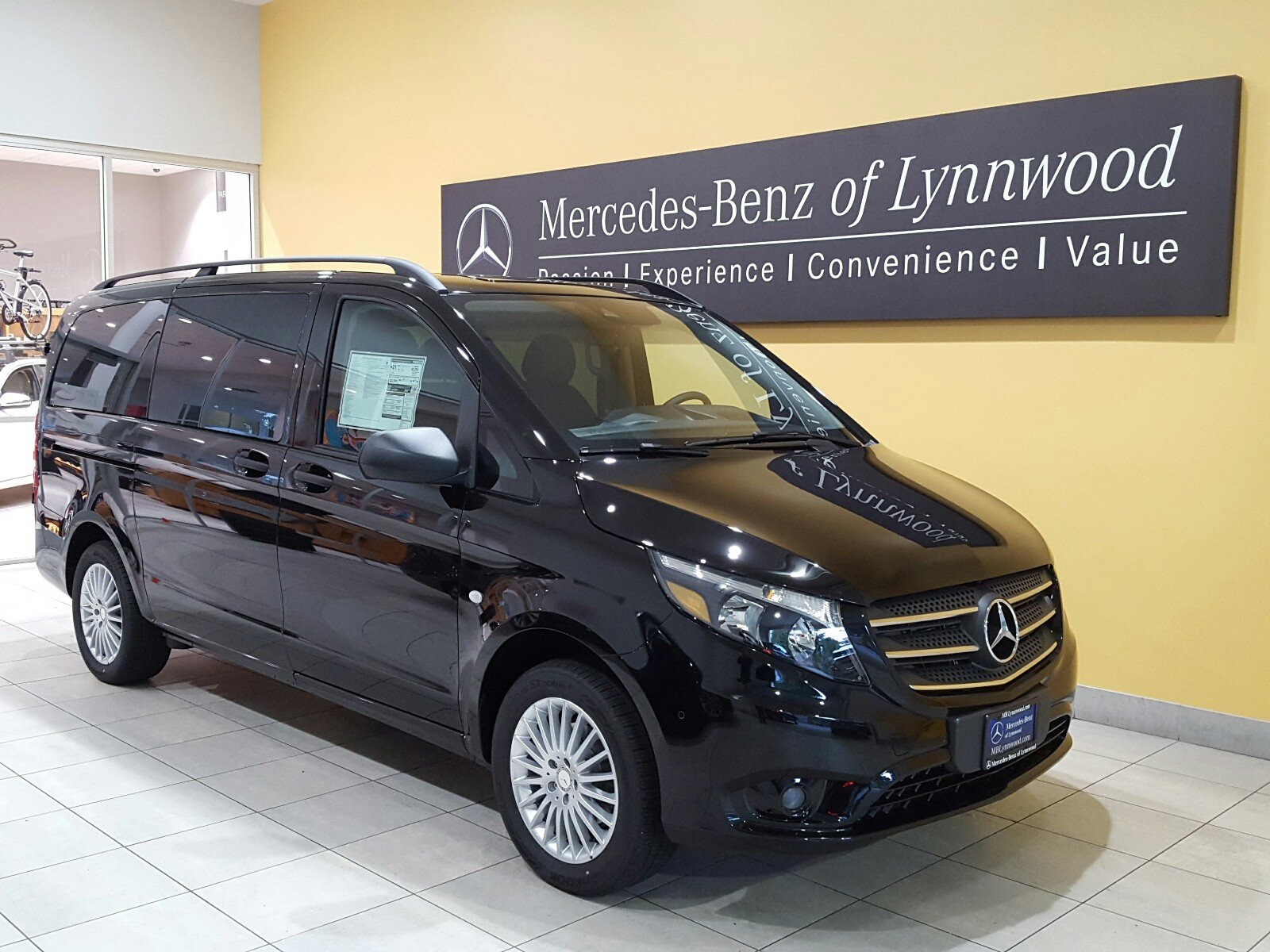 New 2018 mercedes benz metris passenger van mini van for Mercedes benz of naples inventory