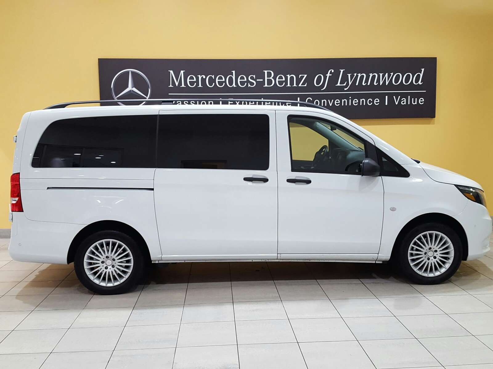 Pre owned 2017 mercedes benz metris passenger van metris for Mercedes benz financial payment address