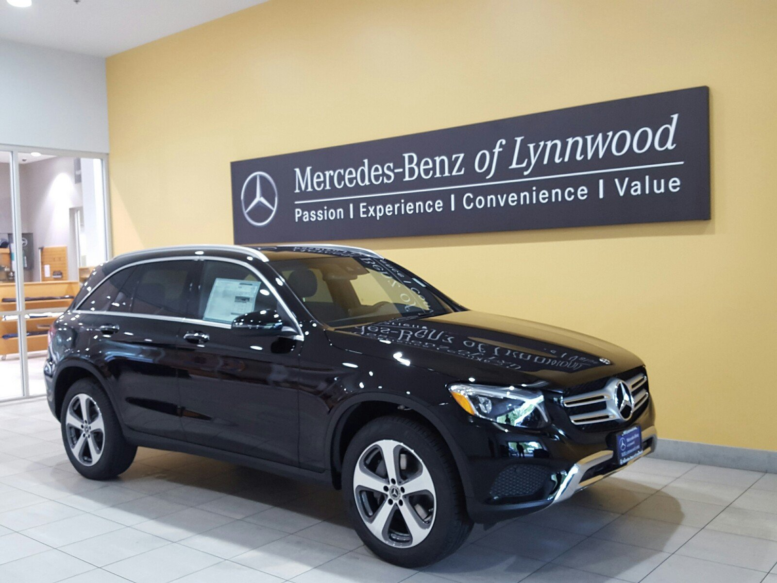 New 2018 mercedes benz glc glc 300 4matic suv in lynnwood for Mercedes benz glc 300 accessories
