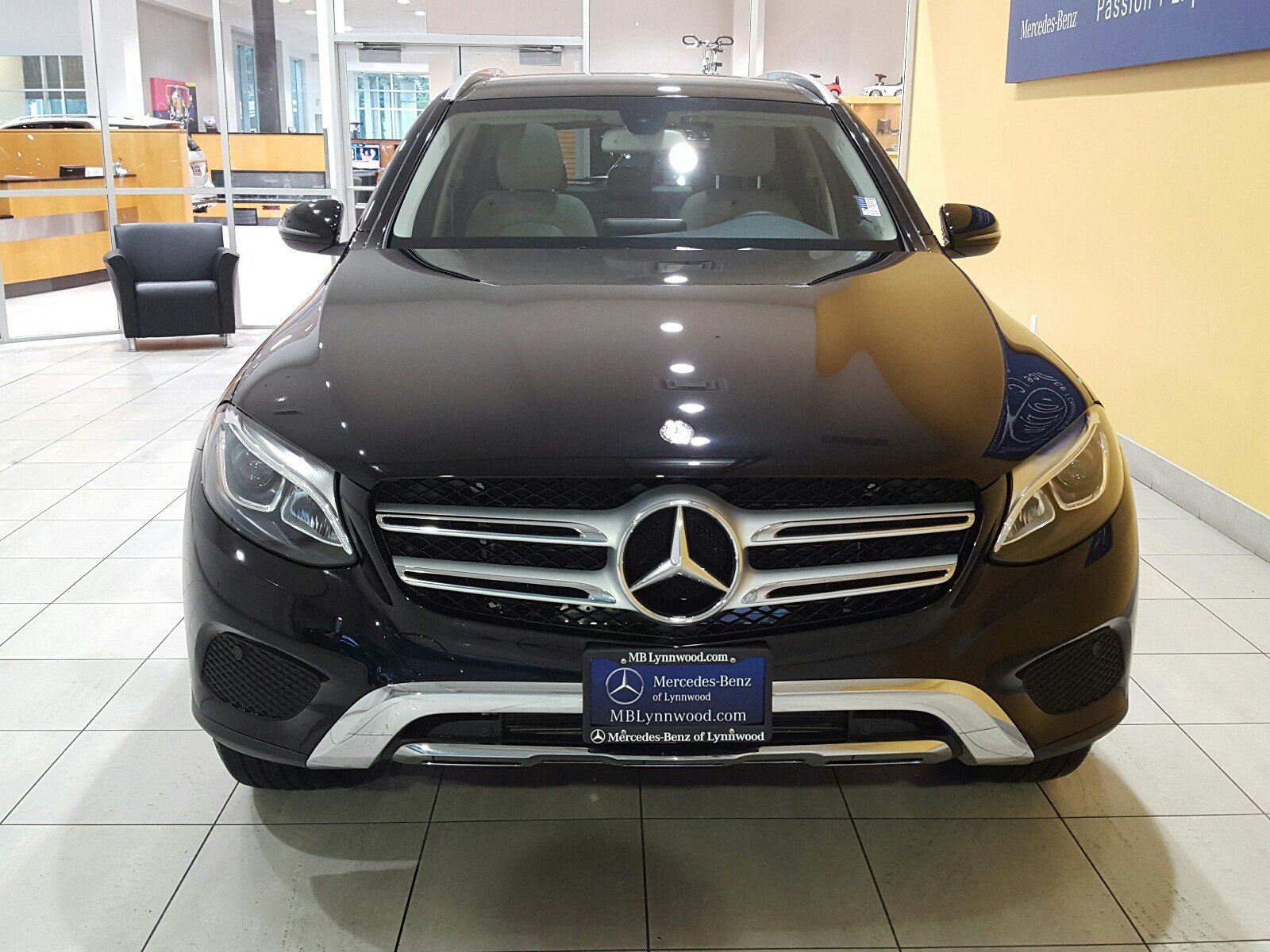 Pre owned 2017 mercedes benz glc glc 300 4matic suv in for Mercedes benz glc 300 accessories